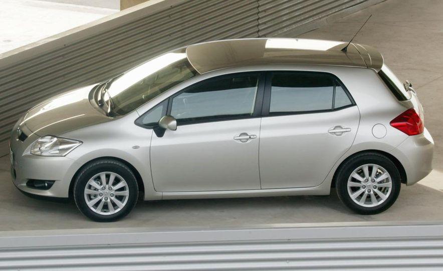 2010 Toyota Auris hybrid - Slide 5