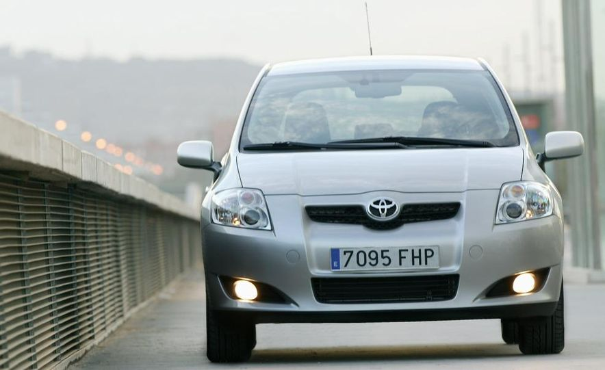 2010 Toyota Auris hybrid - Slide 9