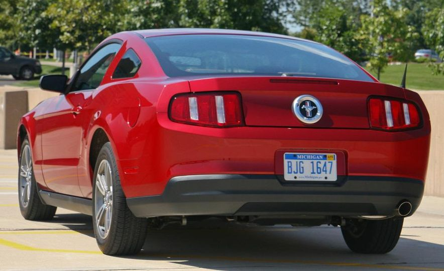 2010 Ford Mustang V-6 - Slide 30