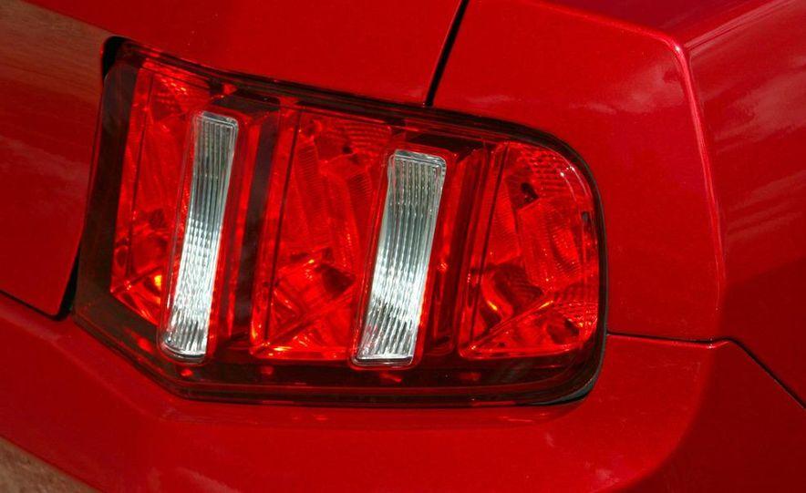 2010 Ford Mustang V-6 - Slide 17