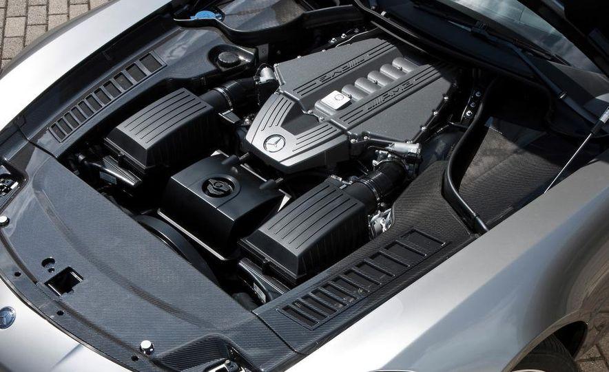 2011 Mercedes-Benz SLS AMG grille badge - Slide 64