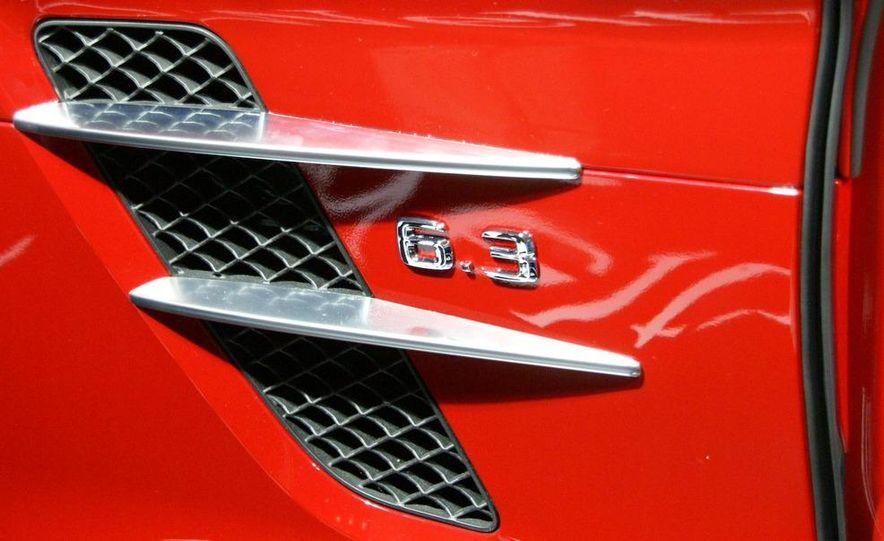 2011 Mercedes-Benz SLS AMG grille badge - Slide 23