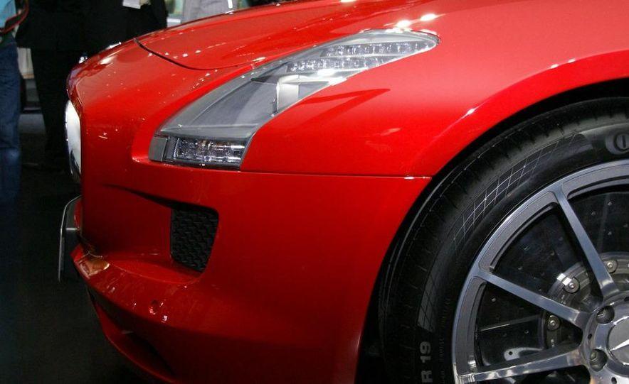 2011 Mercedes-Benz SLS AMG grille badge - Slide 19