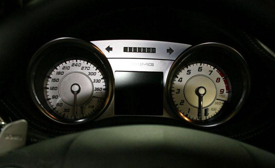 2011 Mercedes-Benz SLS AMG grille badge - Slide 28