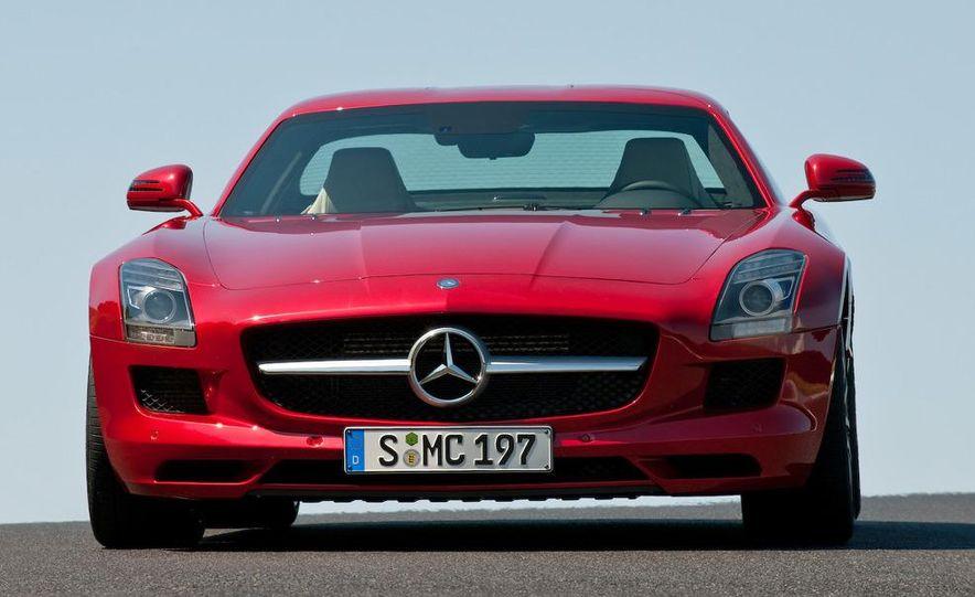 2011 Mercedes-Benz SLS AMG grille badge - Slide 39