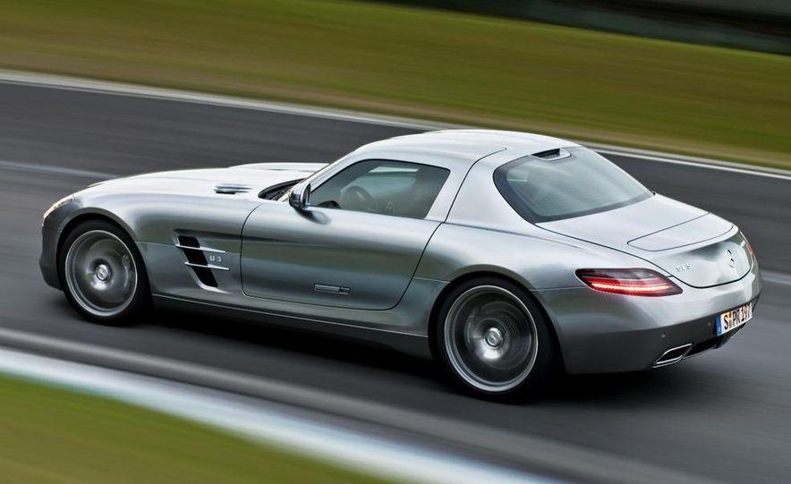 2011 Mercedes-Benz SLS AMG grille badge - Slide 46