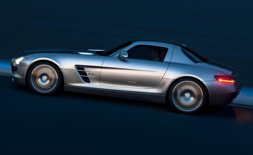 2011 Mercedes-Benz SLS AMG grille badge - Slide 54