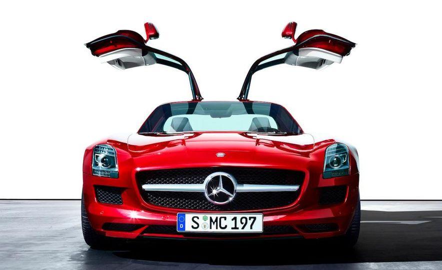 2011 Mercedes-Benz SLS AMG grille badge - Slide 67