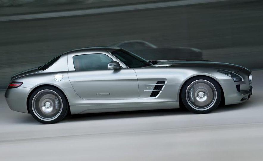 2011 Mercedes-Benz SLS AMG grille badge - Slide 71