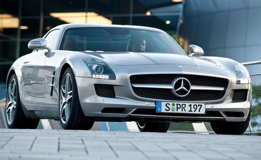2011 Mercedes-Benz SLS AMG grille badge - Slide 73