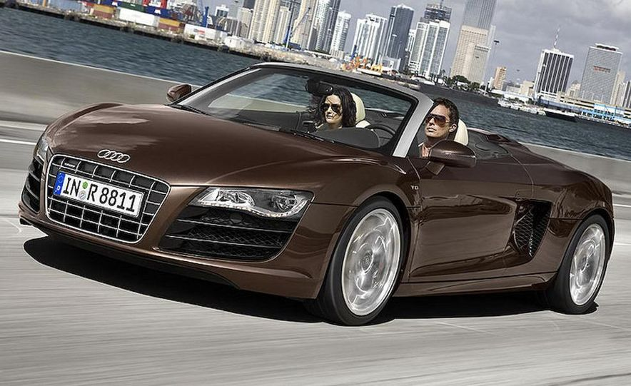 2011 Audi R8 Spyder 5.2 V-10 FSI Quattro - Slide 2