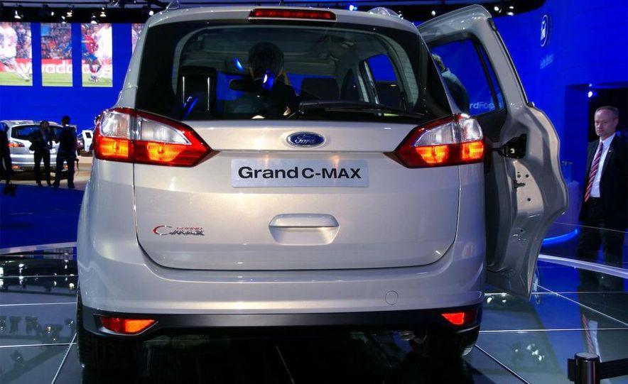2012 Ford Grand C-Max - Slide 17