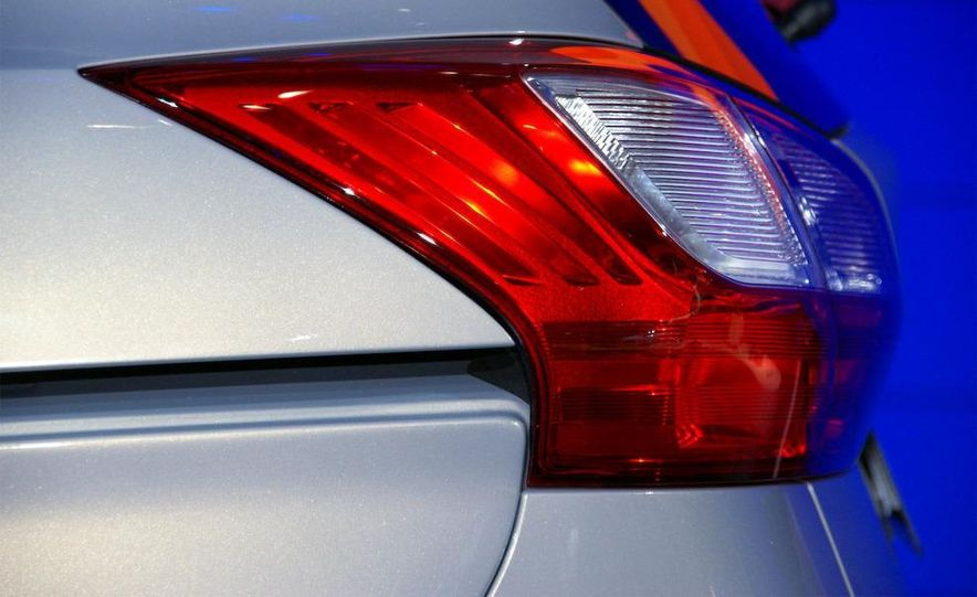 2012 Ford Grand C-Max - Slide 12