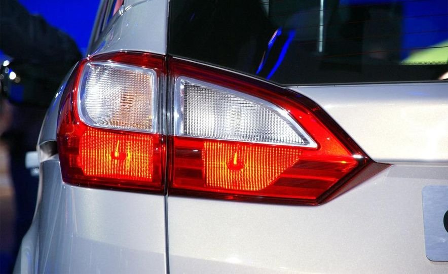 2012 Ford Grand C-Max - Slide 14
