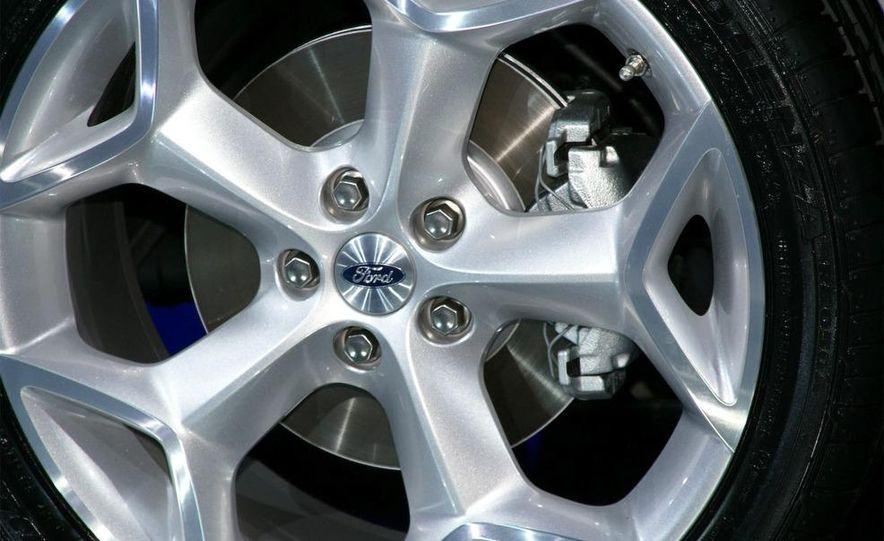 2012 Ford Grand C-Max - Slide 10