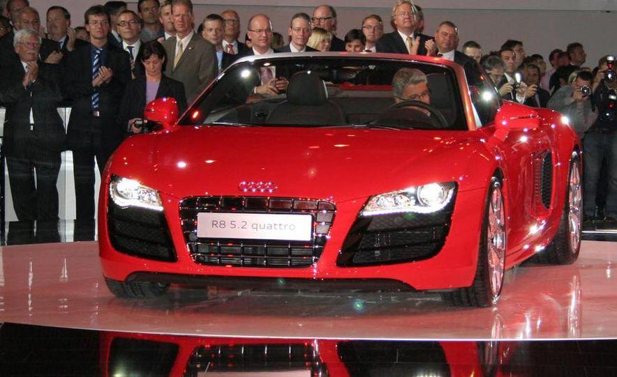 2011 Audi R8 5.2 V-10 FSI Quattro Spyder - Slide 2