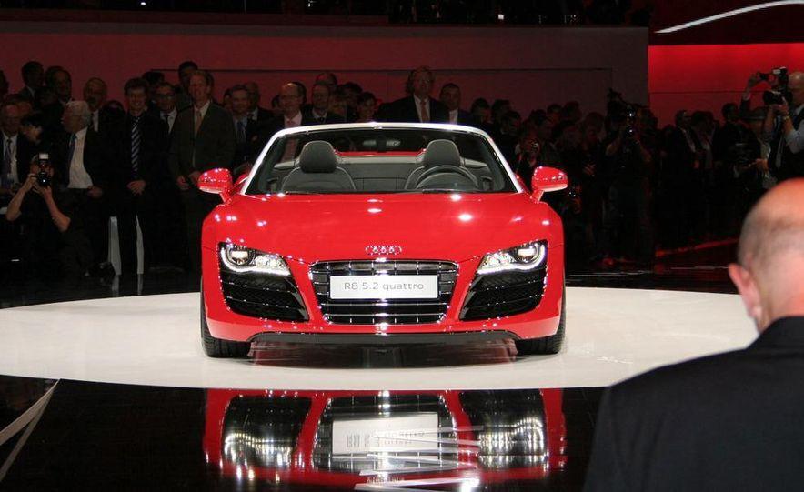 2011 Audi R8 5.2 V-10 FSI Quattro Spyder - Slide 3