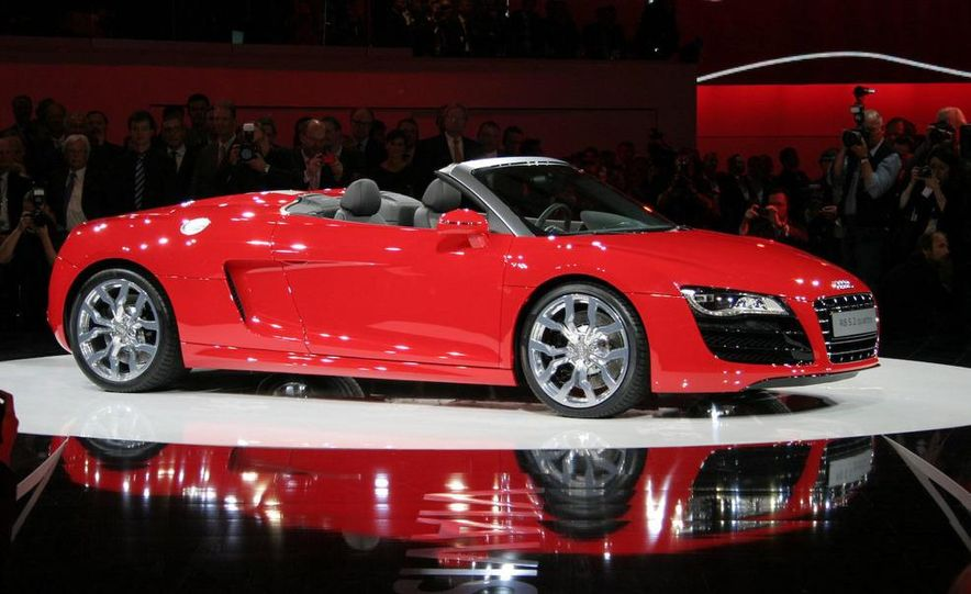 2011 Audi R8 5.2 V-10 FSI Quattro Spyder - Slide 6