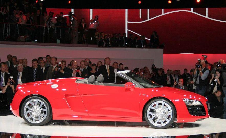 2011 Audi R8 5.2 V-10 FSI Quattro Spyder - Slide 7