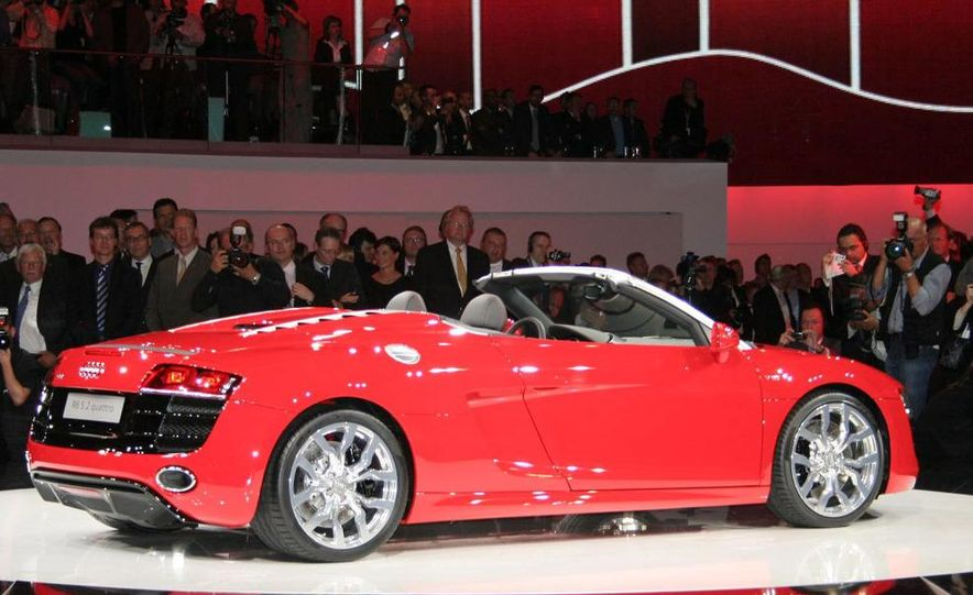 2011 Audi R8 5.2 V-10 FSI Quattro Spyder - Slide 9