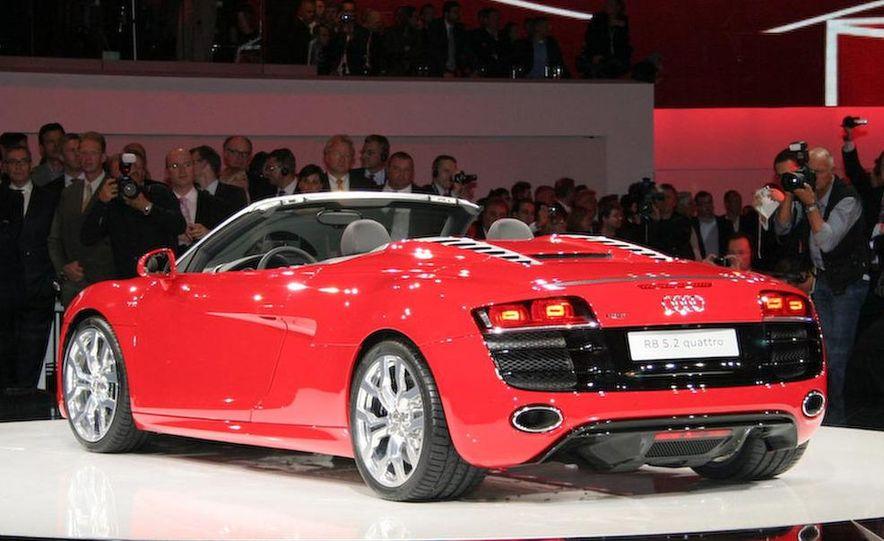 2011 Audi R8 5.2 V-10 FSI Quattro Spyder - Slide 14