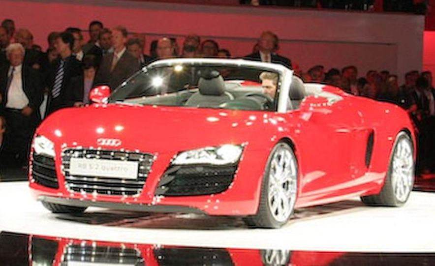 2011 Audi R8 5.2 V-10 FSI Quattro Spyder - Slide 20