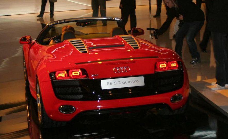 2011 Audi R8 5.2 V-10 FSI Quattro Spyder - Slide 24