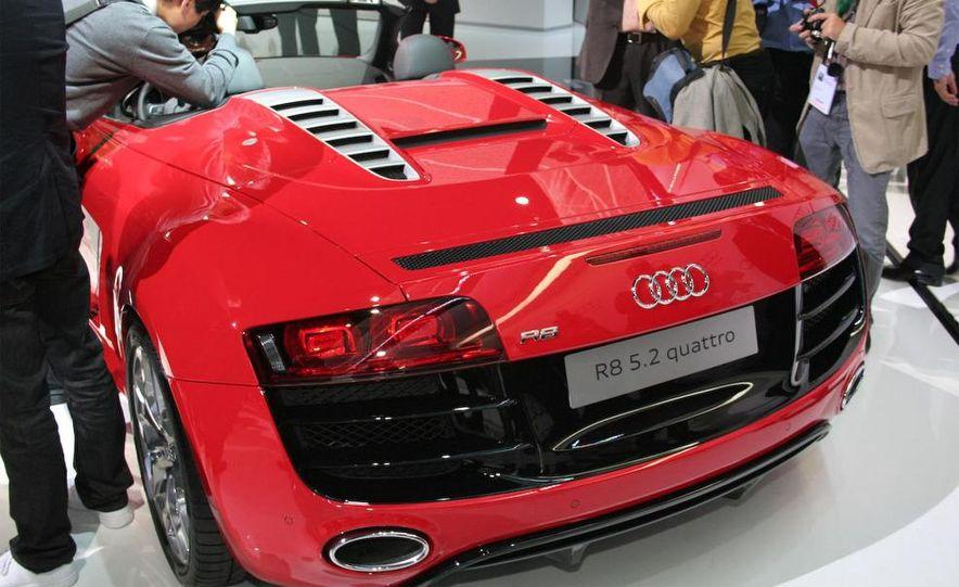 2011 Audi R8 5.2 V-10 FSI Quattro Spyder - Slide 32