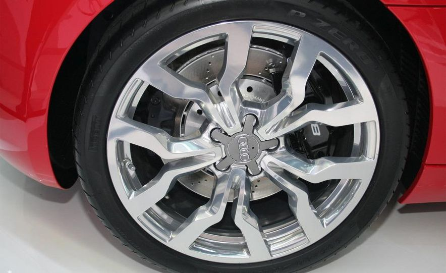 2011 Audi R8 5.2 V-10 FSI Quattro Spyder - Slide 31