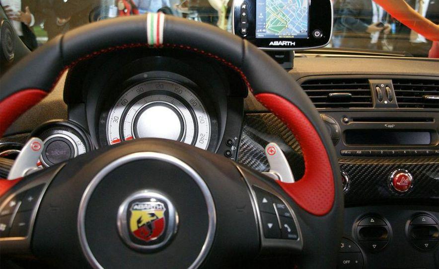 2010 Fiat 500 Abarth 695 Tributo Ferrari - Slide 20