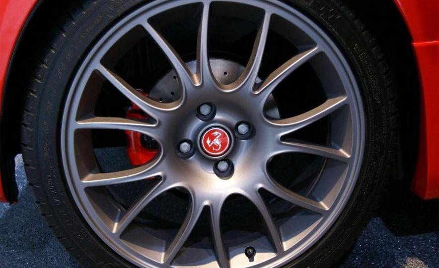 2010 Fiat 500 Abarth 695 Tributo Ferrari - Slide 15