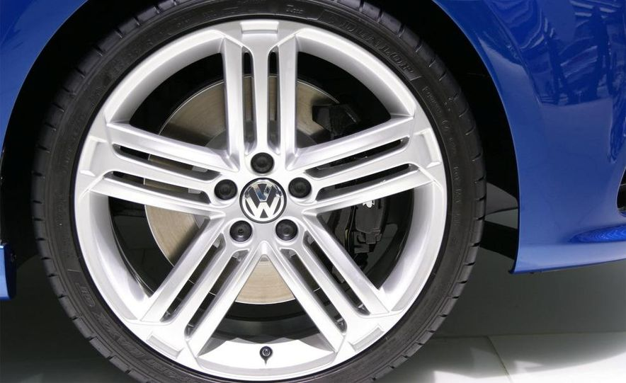 2010 Volkswagen Golf R - Slide 14