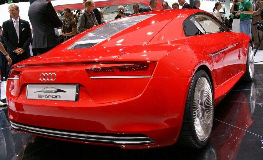 2011 Aston Martin Rapide - Slide 13
