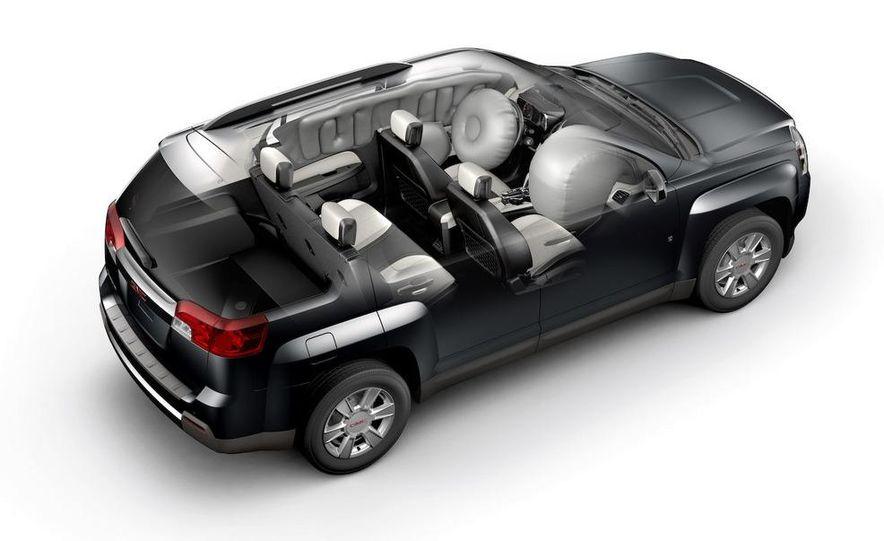 2010 GMC Terrain airbag cutaway - Slide 1