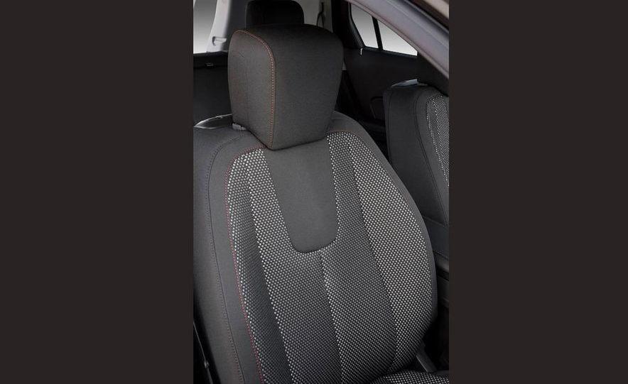 2010 GMC Terrain airbag cutaway - Slide 20