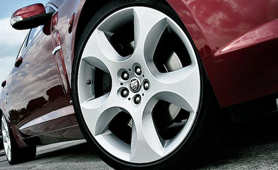 2009 Jaguar XF Supercharged - Slide 13