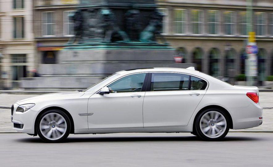 2010 BMW 760Li - Slide 2