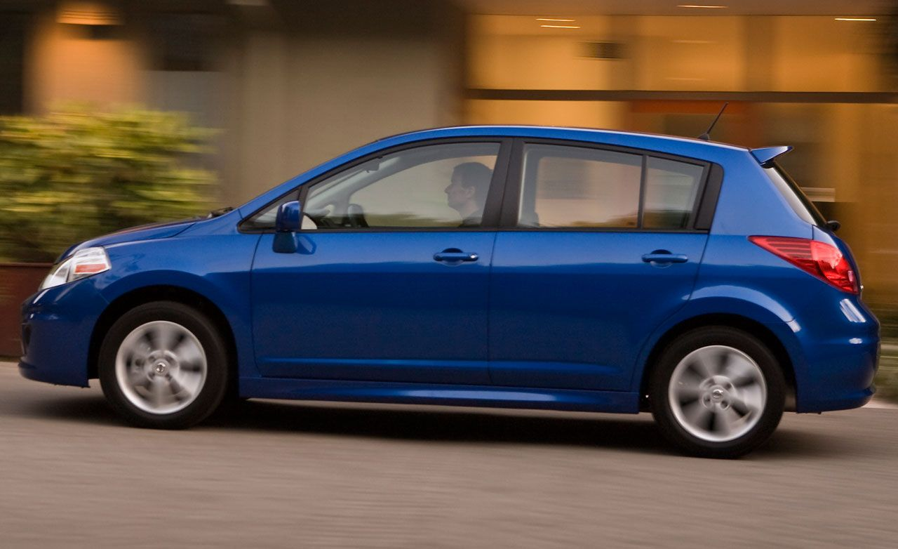 2010 nissan versa 1 8 sl hatchback instrumented test car and driver. Black Bedroom Furniture Sets. Home Design Ideas