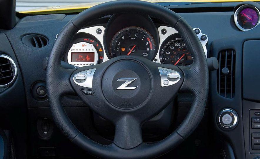 2009 Nissan 370Z coupe - Slide 13