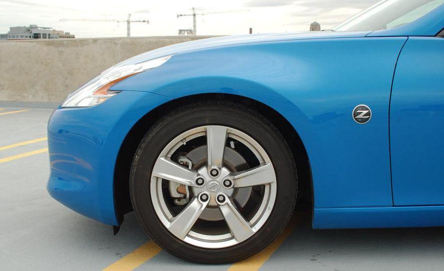 2009 Nissan 370Z coupe - Slide 16