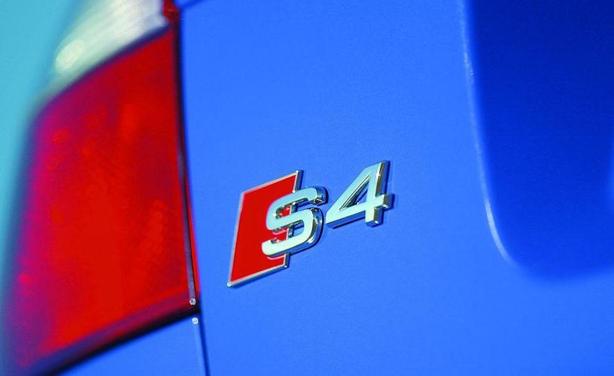 2005 Audi S4 Quattro sedan - Slide 11