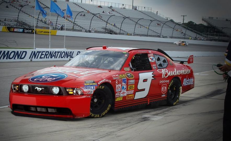 2010 Ford Mustang NASCAR race car - Slide 31