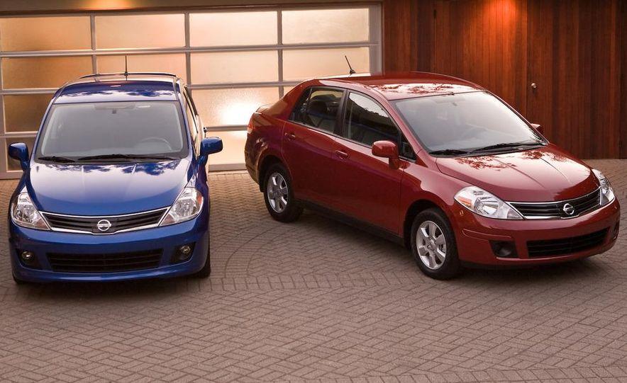 2010 Nissan Versa 1.8 SL hatchback - Slide 26