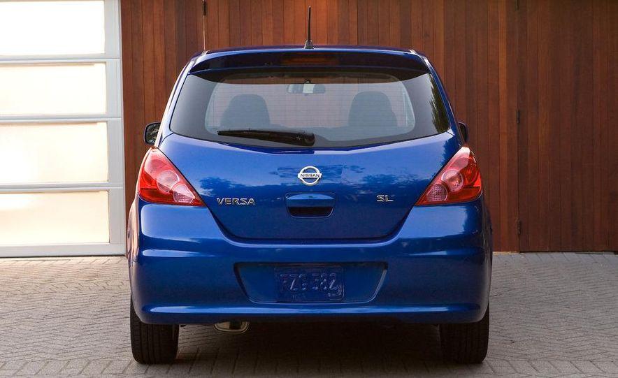 2010 Nissan Versa 1.8 SL hatchback - Slide 8