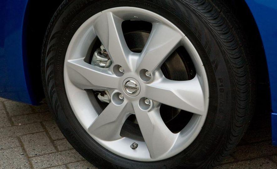 2010 Nissan Versa 1.8 SL hatchback - Slide 20