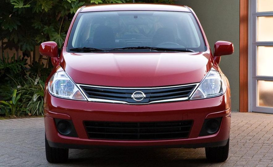 2010 Nissan Versa 1.8 SL hatchback - Slide 19