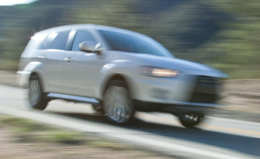 Mitsubishi compact crossover (artist's rendering) - Slide 23