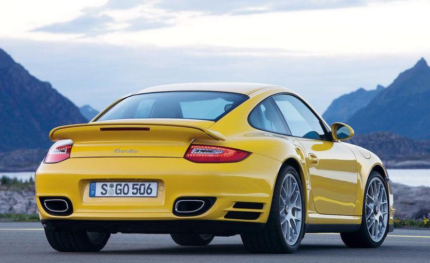2010 Porsche 911 Turbo coupe - Slide 2
