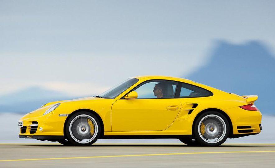 2010 Porsche 911 Turbo coupe - Slide 4