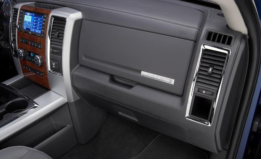 2010 Dodge Ram 3500 Heavy Duty - Slide 32